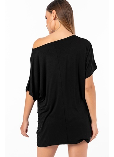 Emjey Önü Dağınık Taşlı T-Shirt Siyah